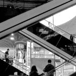 escalator dans une zone commerciale