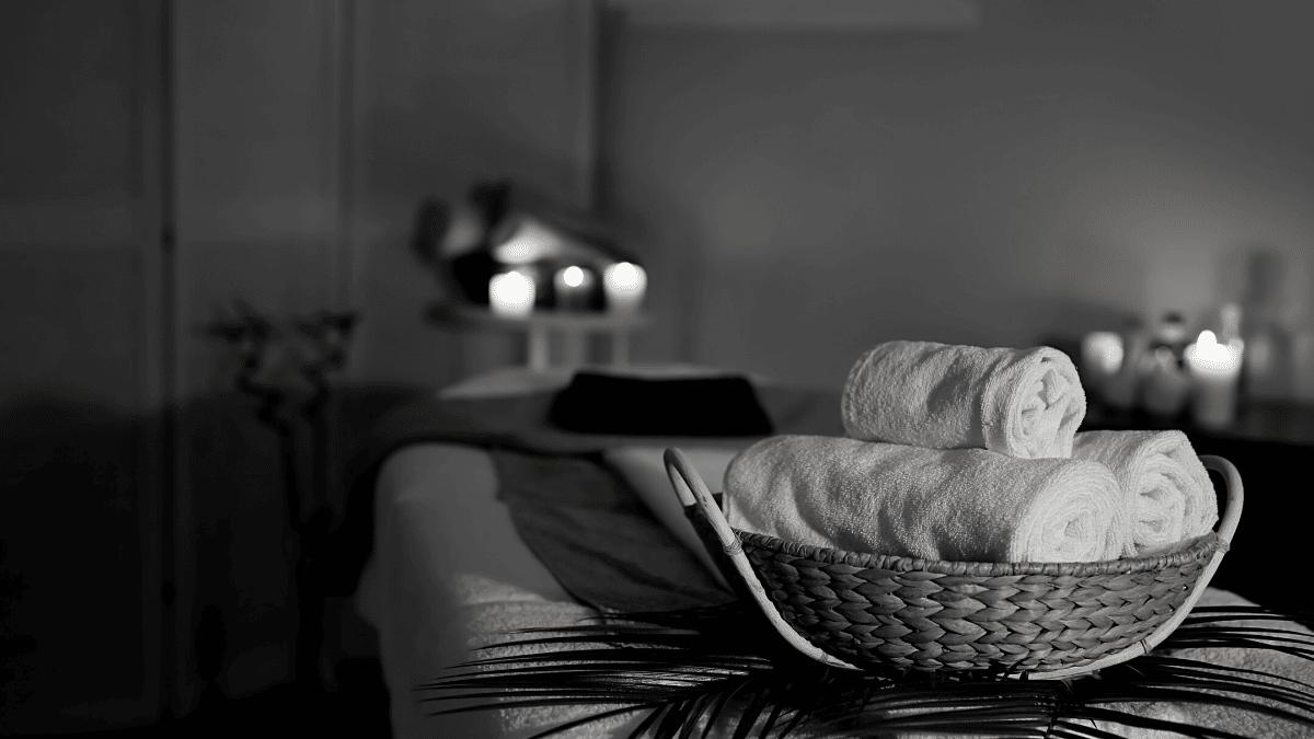 Table massage bougies serviettes chaudes