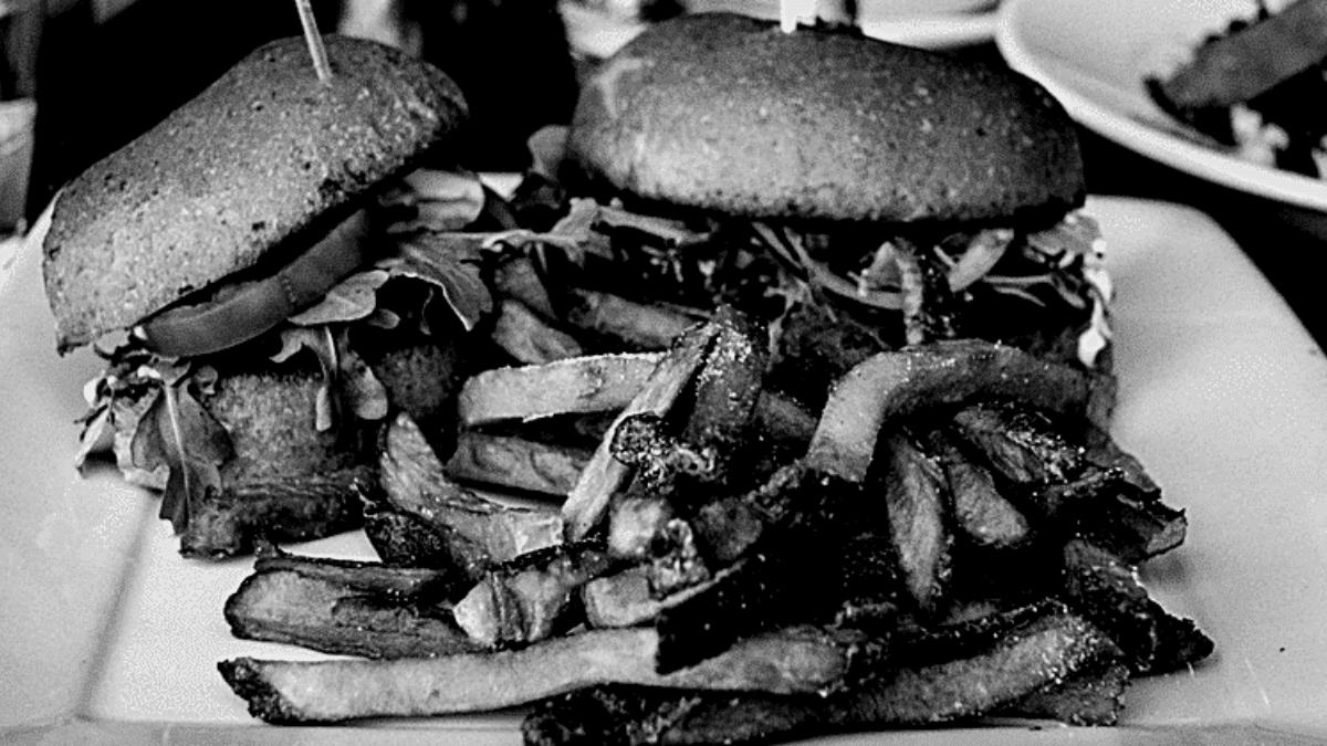 Burger frites assiette