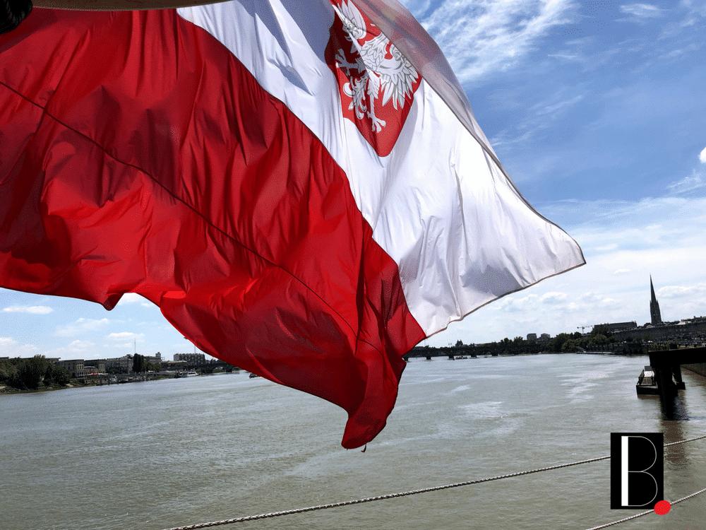 Polish flag Dar M-odziey Bordeaux Business
