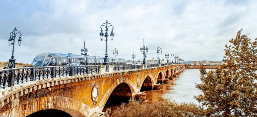 Pont de Pierre monument Bordeaux