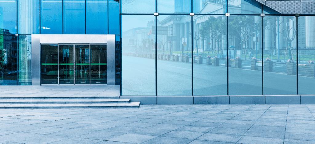 entrée bâtiment verre professionnel