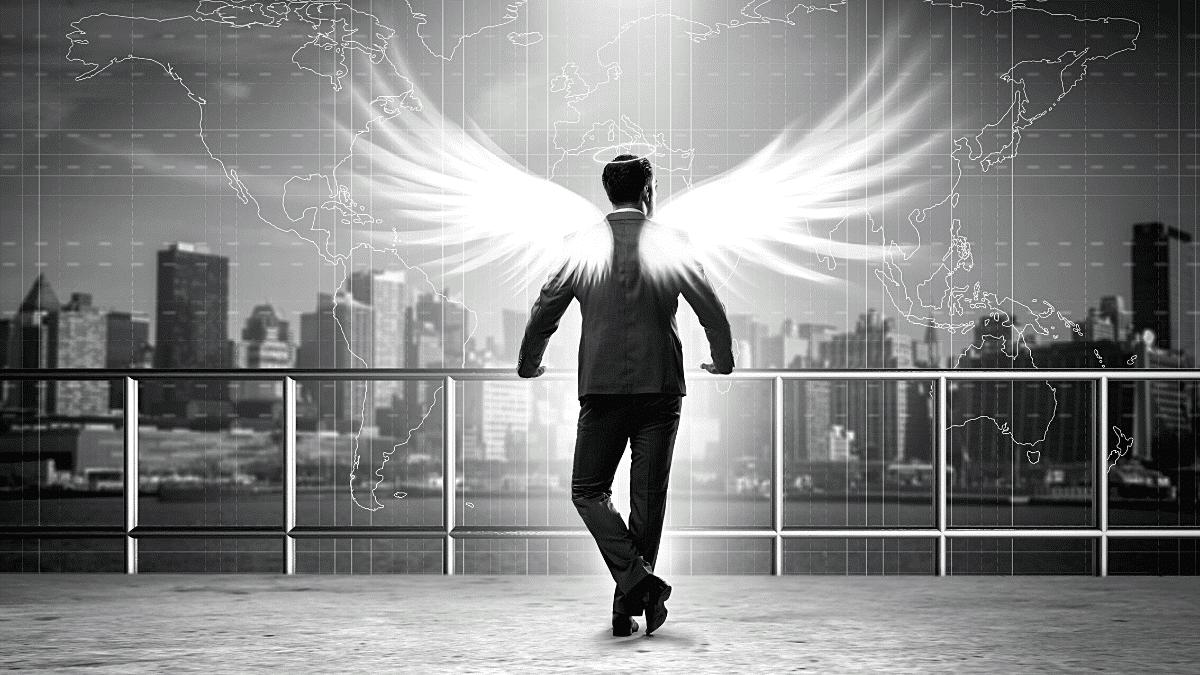 business angels homme d'affaires avec ailes
