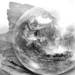 Main tenant globe planète Terre posée sur feuille