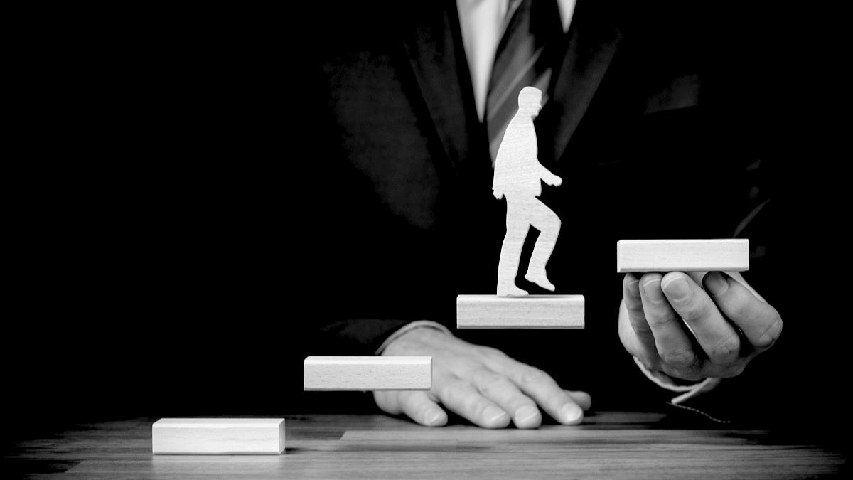 Le développement dans une perspective de croissance de carrière et d'épanouissement professionnel permet de gravir les échelons dans le domaine professionnel.