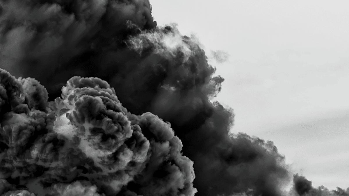 Nuages gris dans le ciel