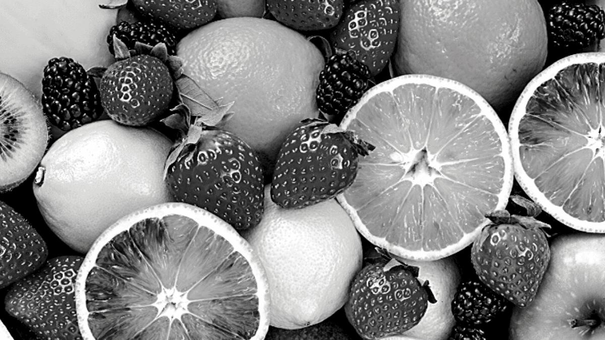 Oranges fraises mûres citrons