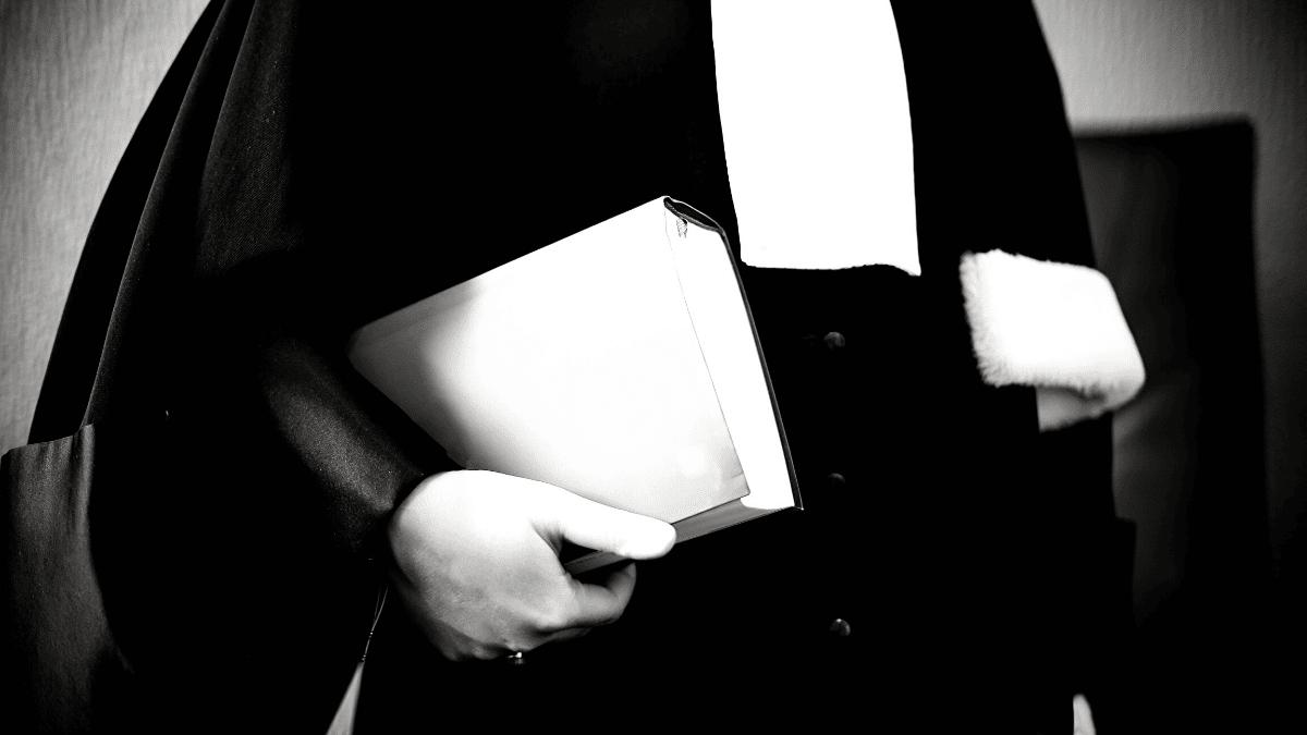 tenue avocat livre droit Bordeaux business
