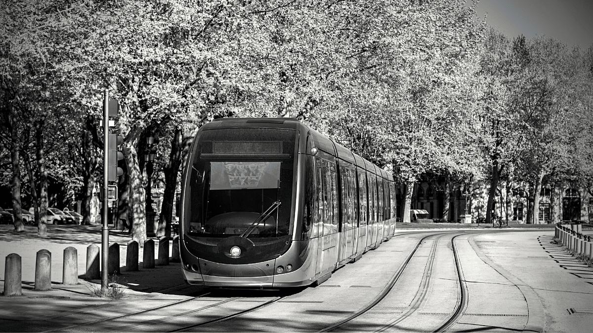 Tramway à Bordeaux pour l'extension du réseau de tram et bus