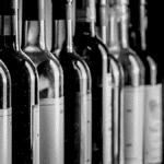 Marché du vin représenté par une gamme de vin rouge, rosés et blancs