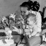 Chômage partiel Parent avec enfant fleurs télétravail