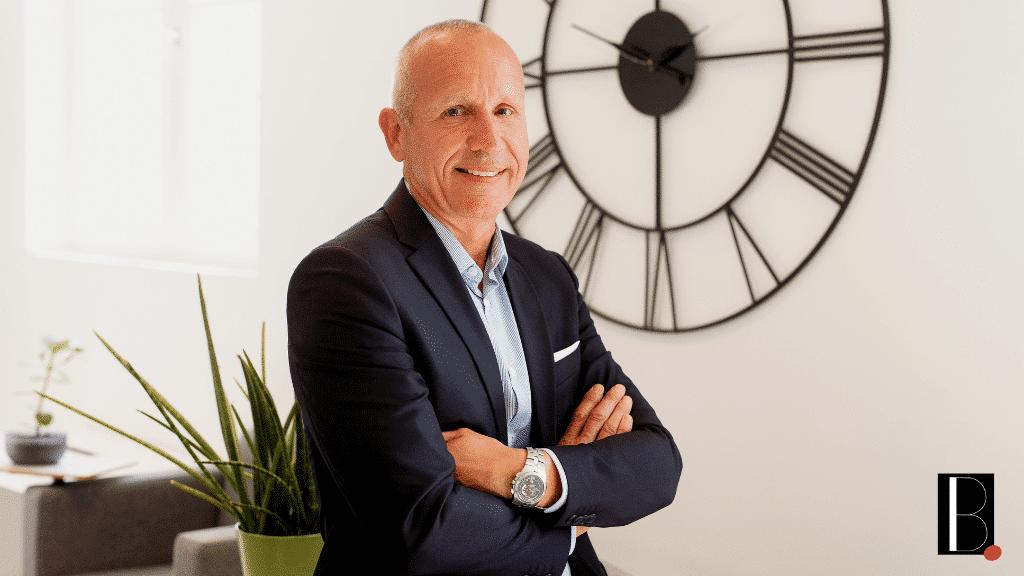 portrait de l'entrepreneur Christophe desbois fondateur du cabinet de recrutement Human Cap