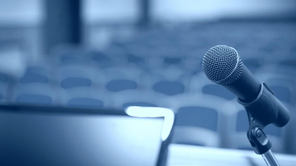 Conférence avec micro