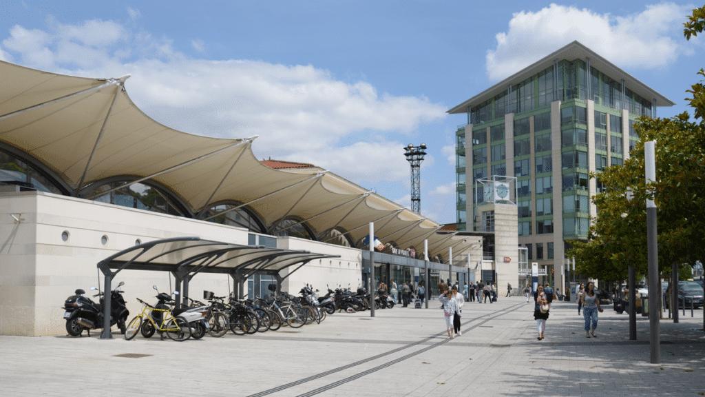 Poitiers Ville moderne Gare Université Clinique juridique
