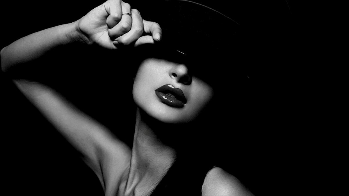 Pornhug pornric industry adue-the elegant woman masked hat