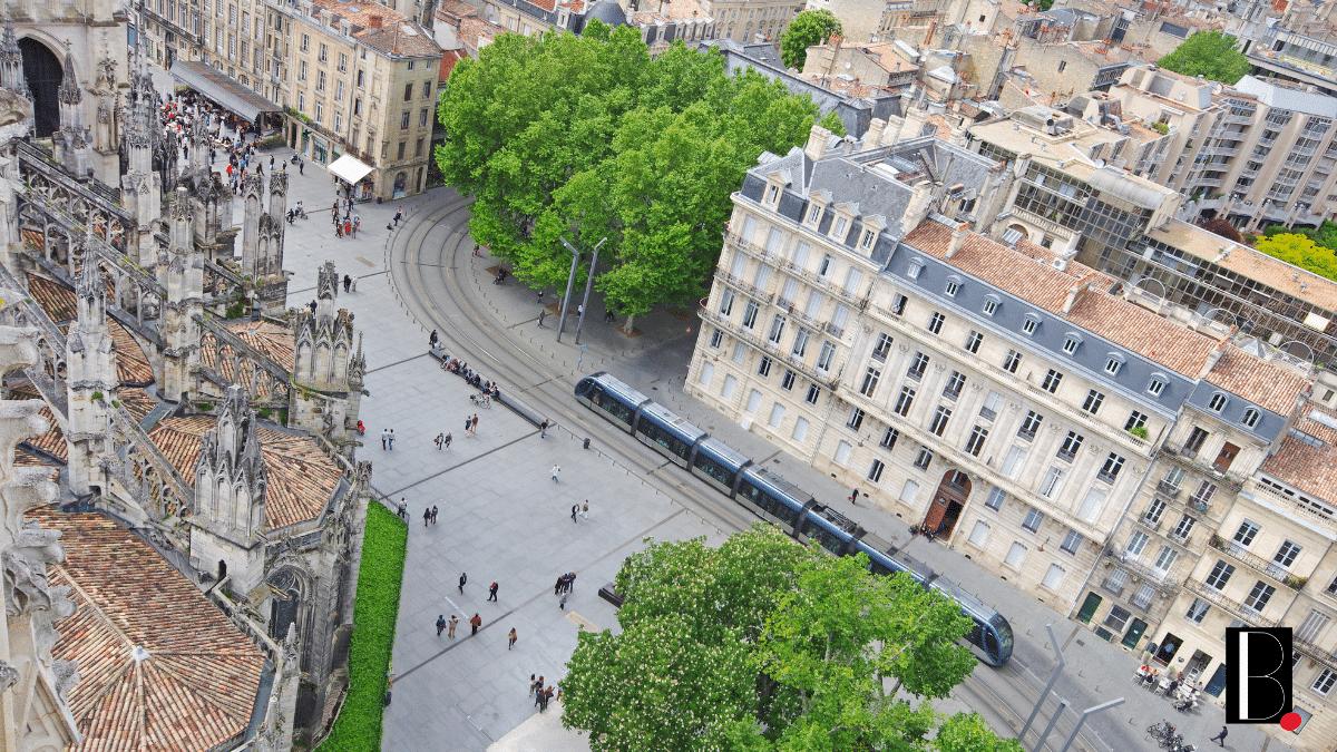 Bordeaux vue ciel drone tramway tourisme