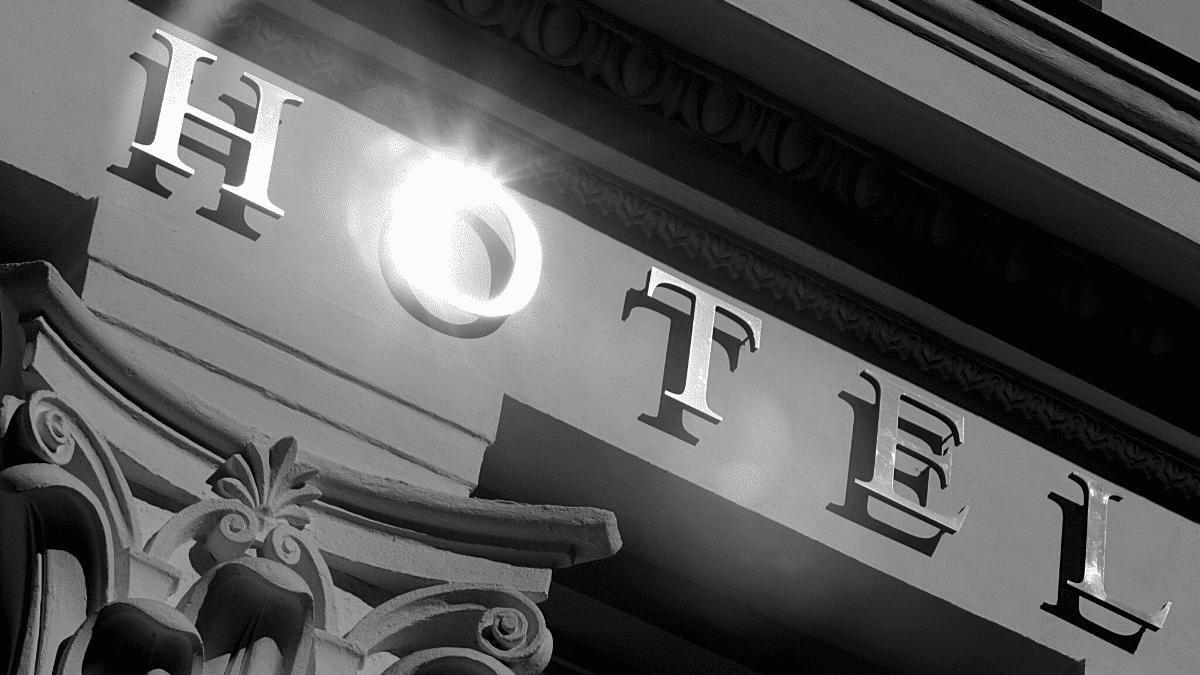 hotel facade reservation tourisme