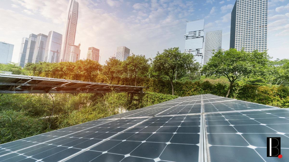 Panneaux solaires ville immeubles