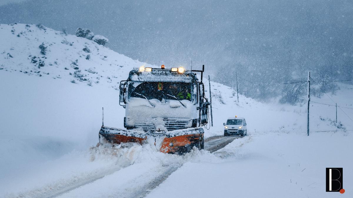 Déneigeuse route camion neige