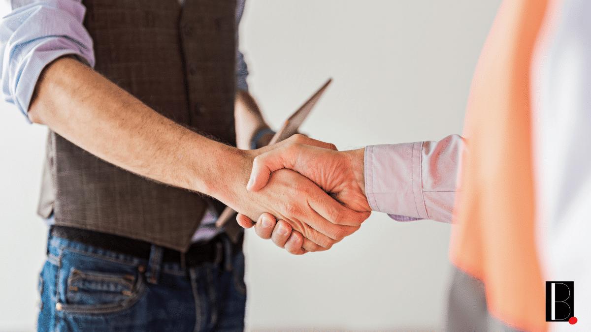 Poignée de main partenaires