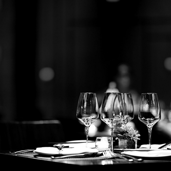 Restaurant table dressage